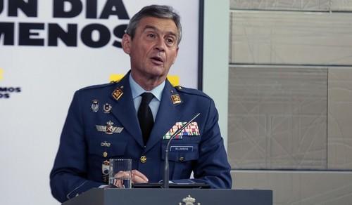 Vacunarse cuando no le correspondía le costó el puesto al jefe Estado Mayor de la Defensa en España