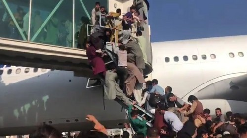 La caída de Kabul y el desbande en su aeropuerto