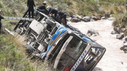 Saldo de accidente en la carretera central se eleva a 33 víctimas mortales