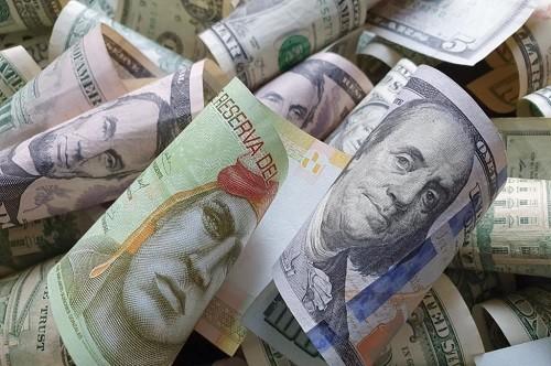 ¿Cobrar en soles o dólares? Cómo manejar los precios en tu empresa de turismo