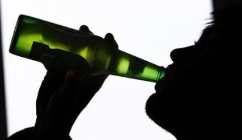 Consumo desmedido de alcohol puede producir dificultades al orinar