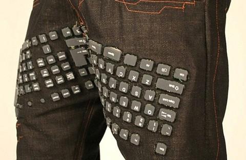Confeccionan pantalones con teclado y mouse incorporado