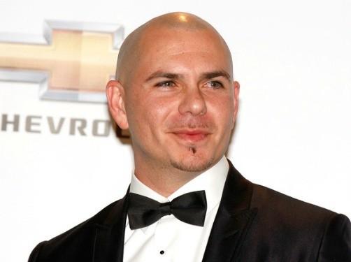 Pitbull se disculpa con Lindsay Lohan
