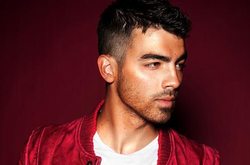 Joe Jonas fastidiado por polémica con Demi Lovato