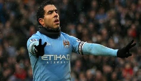 Carlos Tévez tuvo un mal debut en su regreso al Manchester City