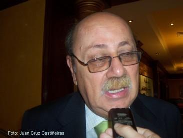 Alberto Adrianzen opina sobre la situación de los migrantes peruanos en el exterior