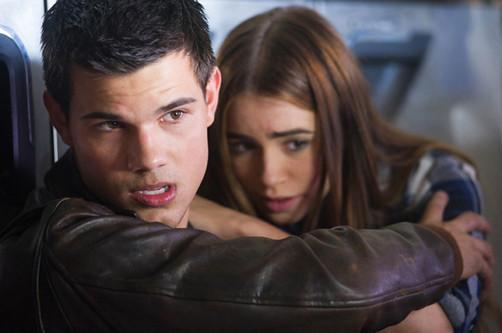 Taylor Lautner y Lily Collins rompieron por culpa de Kristen Stewart