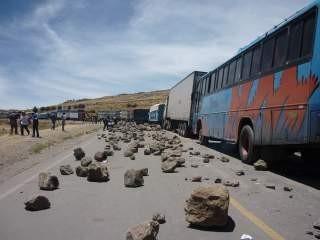 Pobladores tomaron puente Miraflores como medida de protesta