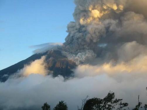 Alerta en Ecuador por la erupción del volcán Tungurahua (Video)