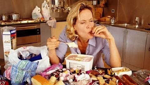 Estudio revela que consumo de comida 'chatarra' aumenta la depresión