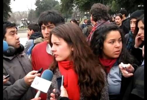 Video: Representantes del gobierno chileno y estudiantes se sientan a negociar