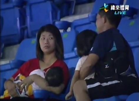 Video: Padre soltó a su hija472