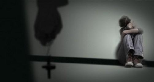 Sacerdote cercano al Papa es acusado de tener relaciones sexuales con menores de edad