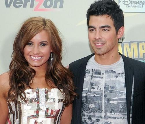 Joe Jonas ve cada día más guapa a Demi Lovato