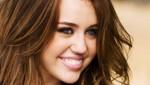 Miley Cyrus se fracturó el coxis en el mueble de su casa