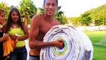 Fans regalan a Neymar carta más largo del mundo