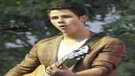 Video de Nick Jonas interpretando 'The Edge of Glory'