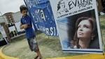 Decenas de partidarios de Cristina K aguardan noticias afuera de hospital