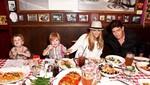 Charlie Sheen celebra cumpleaños con su ex-esposa
