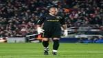 Arquero de Barcelona revienta el balón al cielo
