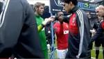 Luis Suárez no saludó a Patrice Evra creando la molestia del francés