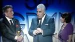 Los padres de Amy Winehouse reciben el Grammy en nombre de su hija (video)