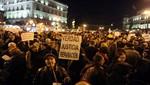 Policía desaloja a los 'indignados' de la Puerta del Sol en Madrid (Video)