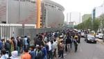 Hinchas realizan largas colas para comprar su entrada para el Perú vs. Colombia