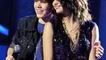 Justin Bieber y Selena Gómez cierra rumores de separación con un beso