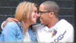 [FOTO] Capturan a profesora y su alumno besándose