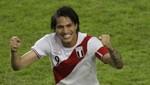 [VIDEO] Paolo Guerrero causo furor en firma de autógrafos en el Callao