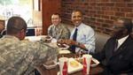 El presidente Barack Obama se fue de un restaurante sin pagar la cuenta