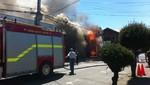 Bomberos trabajan para apagar incendio en Barranco