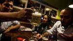 Ucrania: Empresa alquila amigos para salir a tomar un trago
