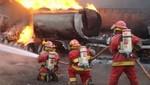 Voraz incendio en tienda de muebles en La Victoria