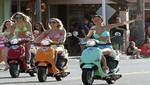 Selena Gómez, Vanessa Hudgens y Ashley Benson lucen cuerpazo mientras maneja moto