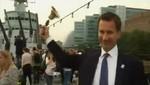 [VIDEO] Juegos Olímpicos: Ministro de cultura británico rompe una campana de casualidad
