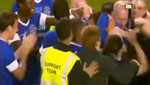 [VIDEO] Jugador anota su primer gol en doce años de carrera e hinchas invaden el campo para celebrarlo