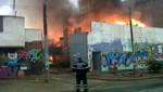[VIDEO] Los Olivos: Incendio en fábrica de telas genera el pánico entre los vecinos