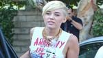 Miley Cyrus sale a la calle nuevamente sin sujetador [FOTOS]