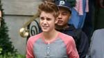 Justin Bieber llega a Londres en medio de empujones y besos [FOTOS]