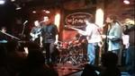 Nick y  Joe Jonas se unen en el escenario con John Stamos [VIDEO]
