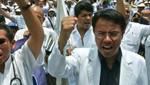 Brindan atención médica  gratuita en los exteriores del hospital 2 de Mayo [VIDEO]