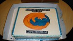 Mozilla celebra el lanzamiento de Internet Explorer 10 enviando una torta a Microsoft