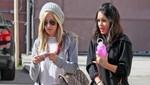 Vanessa Hudgens y Ashley Tisdale asisten a parque temático por Halloween [FOTOS]