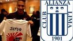 Paolo Guerrero posó con el polo de barra de Alianza Lima en Japón