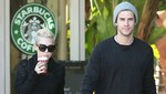 Miley Cyrus y Liam Hemsworth de la mano en Starbucks [FOTOS]