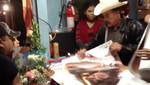 Jenni Rivera: padre de artista vende discos y posters con su autógrafo