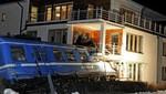Suecia: mujer roba un tren y se estrella contra un edificio de apartamentos [FOTOS]