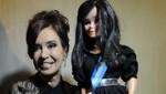 Cristina Kirchner causa furor con su propia muñeca [VIDEO]